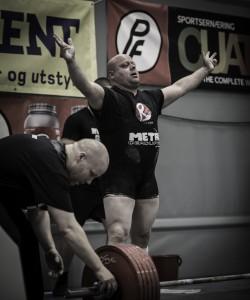 Alexander ble Norgesmester på årets NM i styrkeløft i -93kg. Gjorde et skikkelig comeback, mannen har ikke løftet med utstyr på plattingen siden 2009.