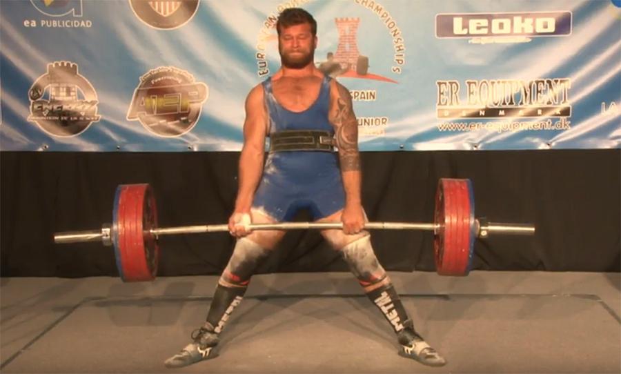 Benjamin Afzal løfter 270 kilo i markløft og tar sølvet i EM for junior i Malaga.