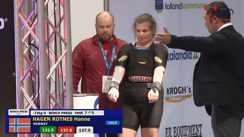 Hanne Hagen Rotnes gjør seg klar for sitt siste løft i VM i benkpress 2016.