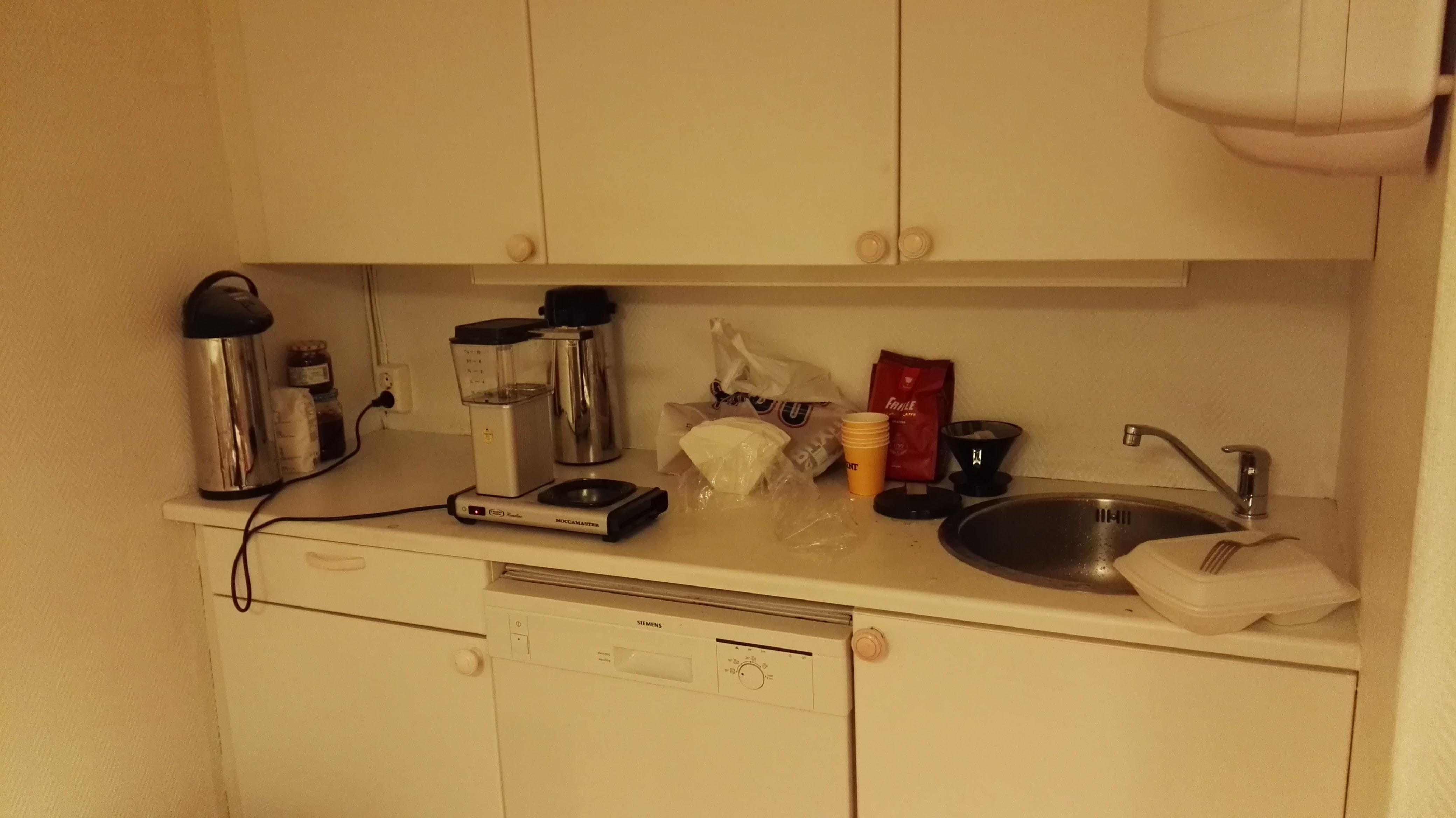 Liten kjøkkenkrok. Kaffe!