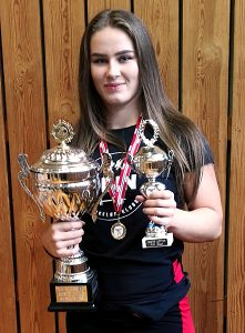 Marthine Myhr ble regionsmester, beste ungdomsløfter og beste kvinnelige løfter på RM Benkpress Utstyrsfritt 2016.