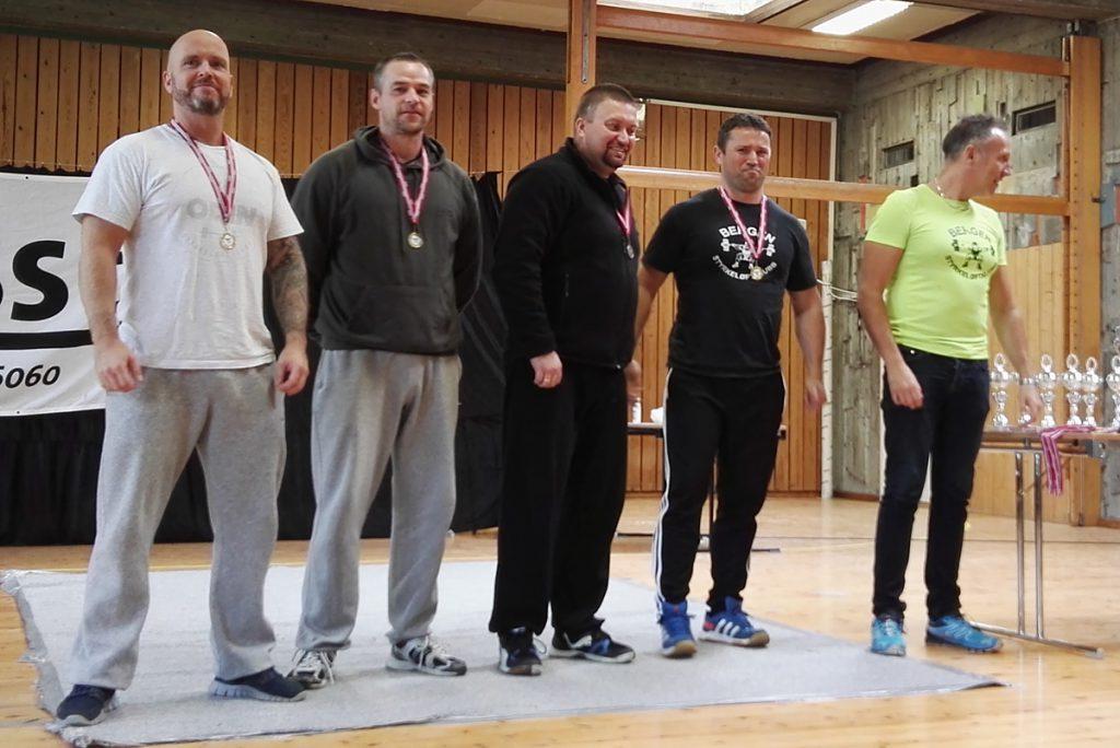Medaljevinnerne i menn yngre veteran. Odins Gisle Fjæren til venstre, Torgeir Skoge nummer i midten.