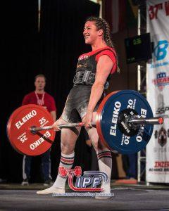 Kine Blummenfelt setter ny personlig rekord i markløft med 170 kg i VM i Orlando 2016. FOTO: IPF